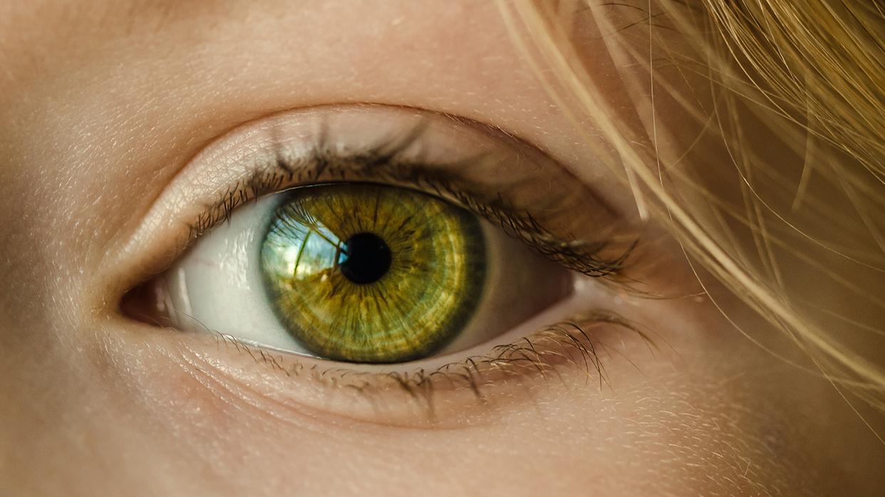 Как правильно ухаживать закожей вокруг глаз
