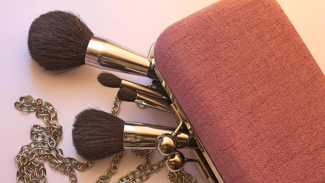 Бьюти-средства, которые необходимо иметь вкаждой косметичке